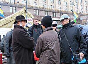 ウクライナ市民と語る鎌田理事長